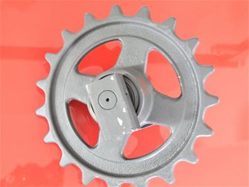 Immagine di Idler wheel incl. brackets and with teeth - total wheel height 255/295mm fits Atlas AM16R Bobcat X320 X322 X322D Hanix H15A Hanix H15B / H15B (Plus) Hanix H22B Hanix Nissan N150-2 N150.2 O/K Orenstein Koppel RH1-17 Schaeff HR02 K3B Schaeff HR12 Schaeff HR13 Schaeff HR1-6 HR1.6 Terex TC15 Terex TC16 Doosan - skladem