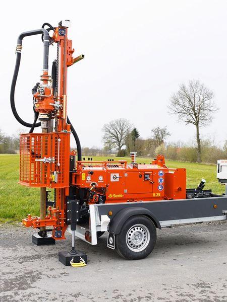 Obrázek B25AH Adler vrtací souprava na vozíku pro studny a geologické vrty - vysoce kvalitní mechanizace - různé zařízení a typy strojů pro růzmé hloubky a požadavky suP